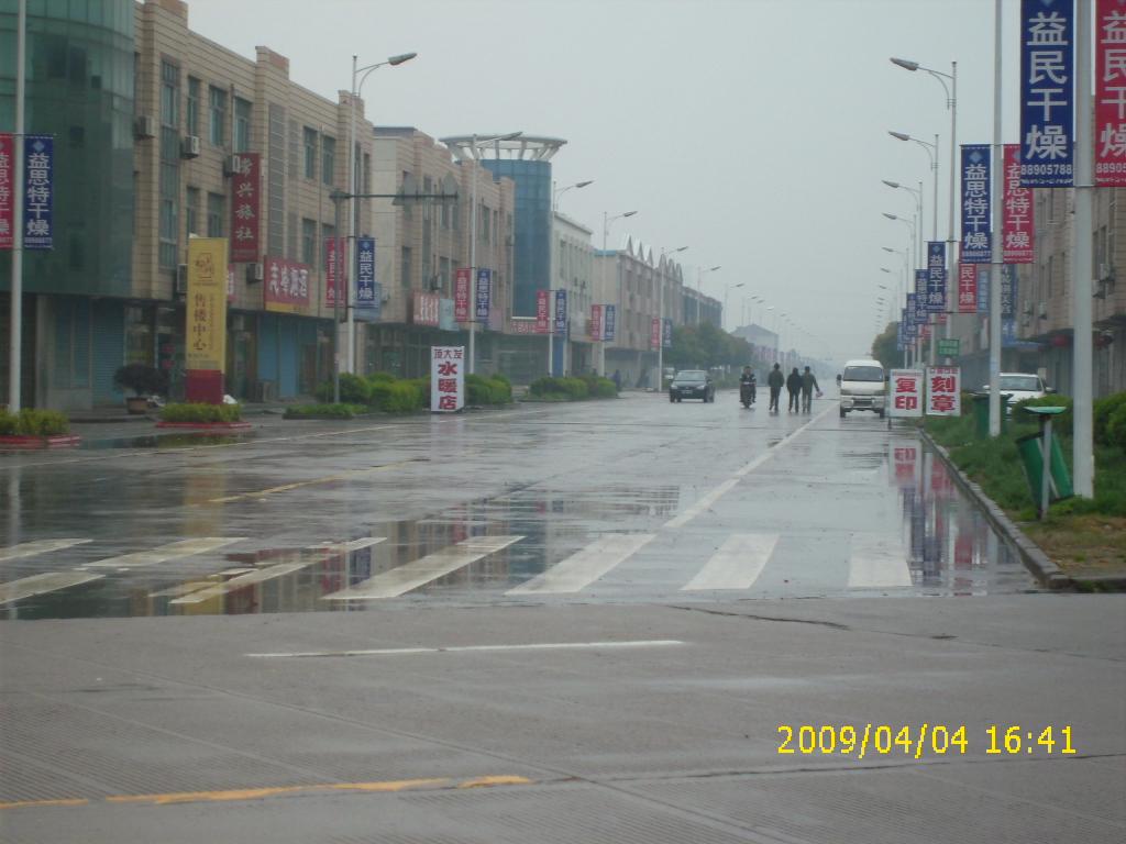 雨中江南小镇街头